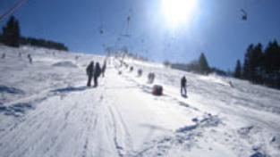 Zraněný lyžař zemřel v nemocnici