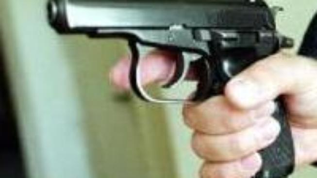 Mladík hrozil švédské škole střelbou