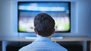Televize je stále oblíbeným médiem, každý večer si k ní sedne téměř polovina Čechů