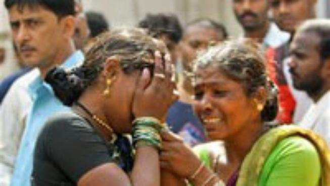 Policie v Bombaji bojuje s teroristy o hotely