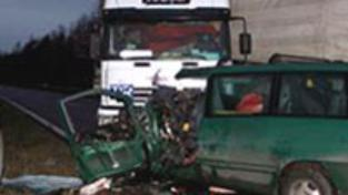 Tragická hromadná nehoda uzavřela silnici R10