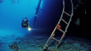 Řečtí experti našli dva antické vraky lodí daleko od břehu
