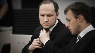 """Breivik se pudroval a nechal si upravit nos. Neměl ho dost """"árijský"""""""