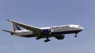 Boeing 777 se 334 pasažéry musel nouzově přistát. Nefungoval mu motor