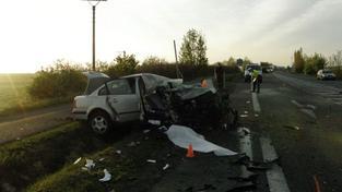 Při vážné nehodě na Liberecku zemřeli čtyři lidé. Pátý bojuje o život