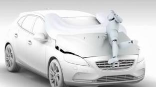 Volvo uvede první auto s airbagem pro chodce
