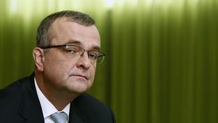 Politici vedou řeči o definitivním Kalouskově pádu. Ministr odolává