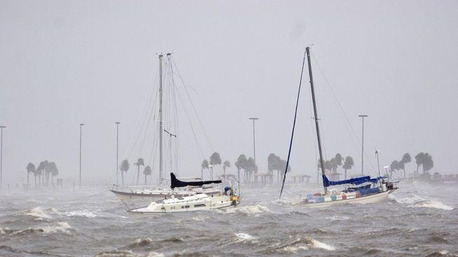 Mexické pobřeží se připravuje na příchod hurikánu