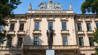 Studentům Masarykovy univerzity vrátili poplatky na původní vyšší sumu