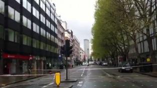 Drama v centru Londýna: Muž drží rukojmí a hrozí výbuchem