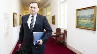 Vláda schválila plán na snížení státního deficitu