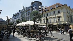 Praha se pyšní 27. nejdražší nákupní ulicí, světu vévodí Hongkong