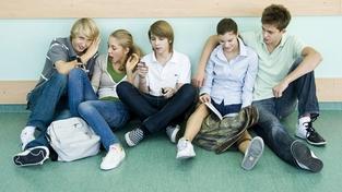 Přibývá středoškoláků, kteří propadají a chodí za školu