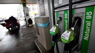 Benzin opět rekordně zdražil