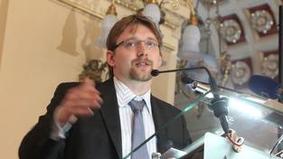 Ministr dopravy Dobeš neposlechl vedení, demisi nepodá