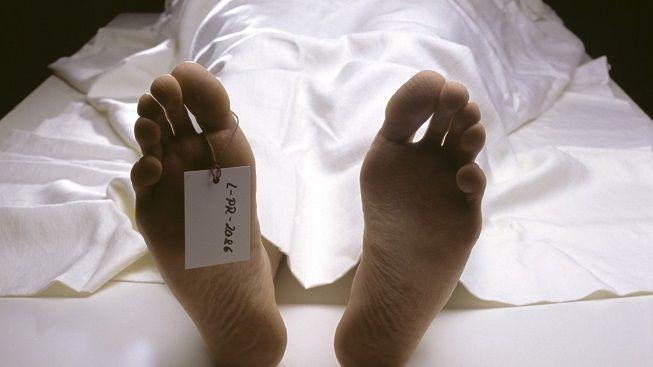 Pohřební ústav odmítl přijmout dvousetkilovou mrtvolu, nevešla se do dveří