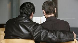 Policejní razie se soustředila na homosexuální literaturu v kostelích