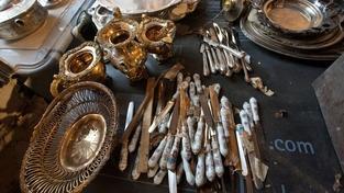 V Petrohradu objevili v tajné skrýši poklad ve 40 pytlích