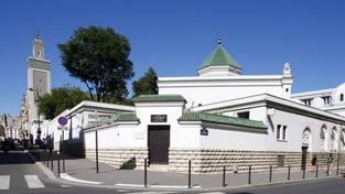 Útočník zabil ve francouzské mešitě člověka, dalšího zranil
