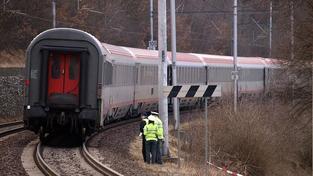 Školáka srazil vlak, utrpěl poranění mozku