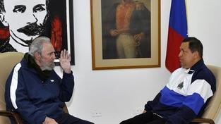 Chávez se rychle zotavuje a dlouze rozmlouvá s Castrem