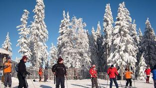 Šumava má zatím sněhu dost. Lyžařské areály jsou připraveny na víkend