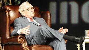 Kdybych mohl, skoupil bych miliony rodinných domů, říká miliardář Buffet
