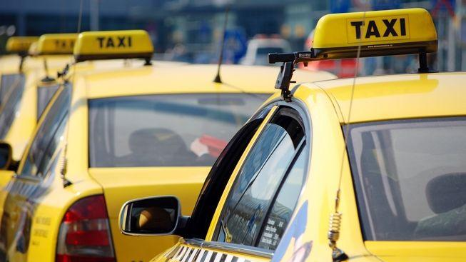 Taxikář nalezený v kufru auta byl zavražděn