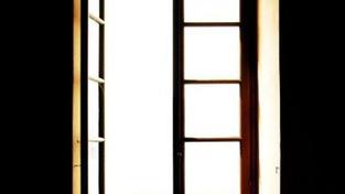 Šestileté dítě vypadlo v Hradci Králové z okna z dvanácti metrů