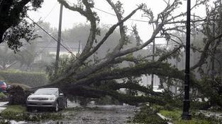USA se vypořádávají s ničivými následky hurikánu Isaac. Vzal život 5 lidem