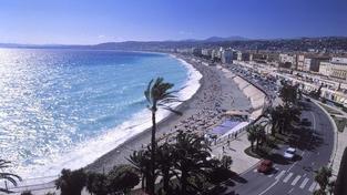 Oblíbená pláž v Nice bude od léta nekuřácká
