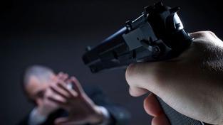 Zeť vraždil rodiče své drahé, zpronevěřil jim peníze a nechtěl je vrátit