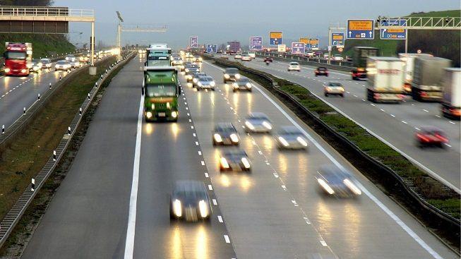 Bavoři chtějí dálniční mýto jen pro cizince, podle EU je protiprávní