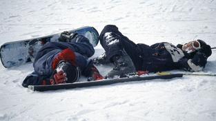Při banálním pádu se na Klínovci vážně zranil snowboardista