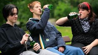 Českem se rozmáhá rizikové pití alkoholu a kouření marihuany