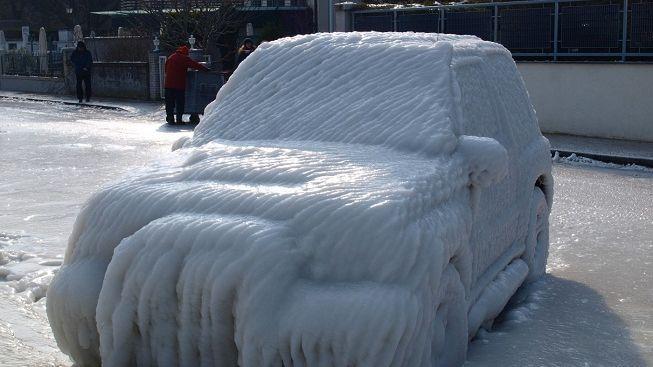Přežil dva měsíce v zasněženém autě!