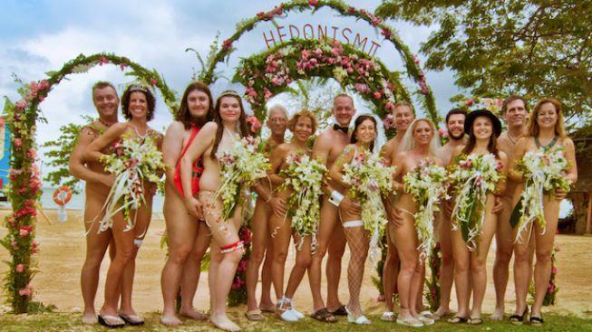 Devět párů se nechalo oddat nahých na Jamajce