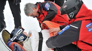 Na Klínovci srazil lyžař matku i s dcerou, obě utrpěly zranění