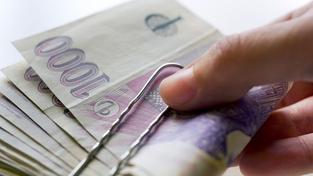 Minimální mzda se zvedá, zaměstnavatelé musí k 8000 Kč přidat 500