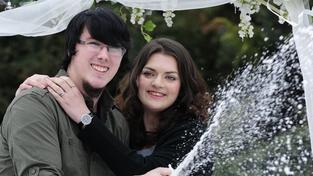 Štěstí ve hře i v lásce: Mladí snoubenci vyhráli v loterii 45 milionů liber