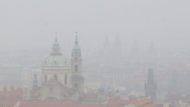 Smog překračuje limity na všech stanicích