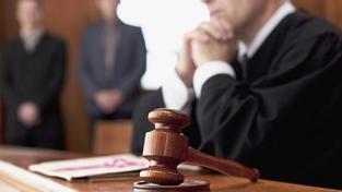 Mladík, který brutálně ubodal tři osoby sám žádal nejpřísnější trest