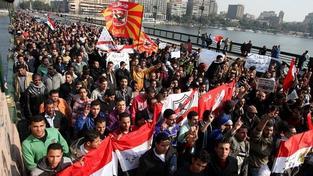 Káhira povstala: Tisíce lidí v ulicích po brutálním útoku na fotbalovém zápase