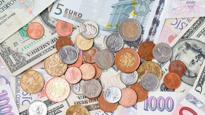 Koruna dopoledne klesla na 25,58 Kč/EUR a 18,85 Kč/USD