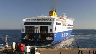Na trajektu u Británie vypukl požár, asi ho založil cestující