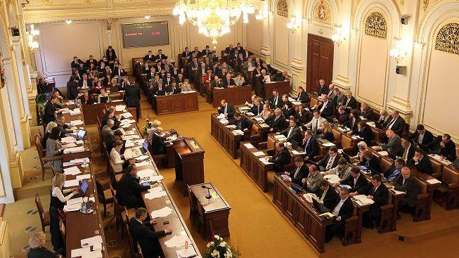 ACTA v parlamentu vyvolala bouřlivou debatu, čeká ji složité schvalování