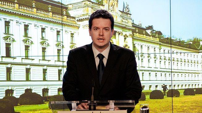 Mluvčí české vlády Jan Osúch z rodinných důvodů odejde z funkce