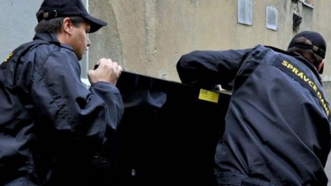 Alarmující stav: Exekuce čekají už i na nezletilé děti