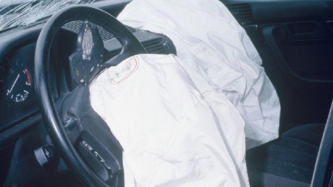 Při nehodě auta a kamionů na Šumpersku zemřel dnes ráno řidič