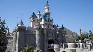 Hongkongský Disneyland loni snížil ztrátu o dvě třetiny
